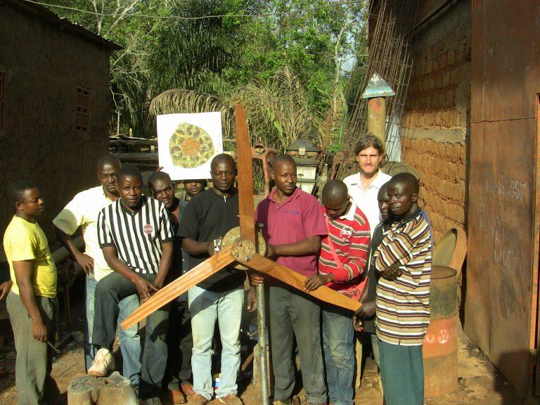 Kamerun bekommt Schule mit grünem Strom