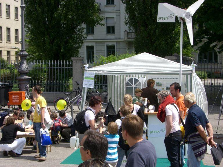 Das Windrad aus Schrott auf dem Streetlife-Festival